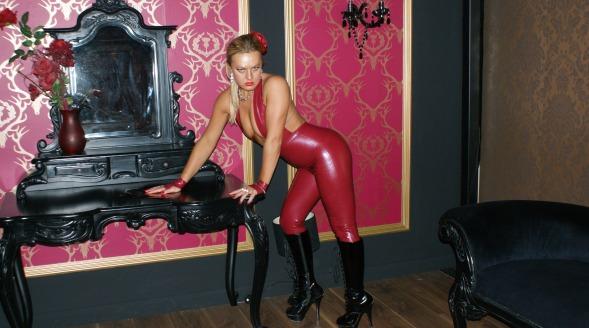 Fan page onlyathena Latex Huddersfield Mistress clip stores