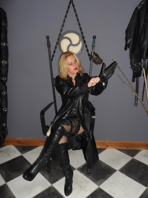Leather Fetish, Leather Gloves, Mistress Athena Yorkshire Mistress Dominatrix,
